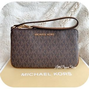 MICHAEL KORS JET SET WRISTLET MK BROWN